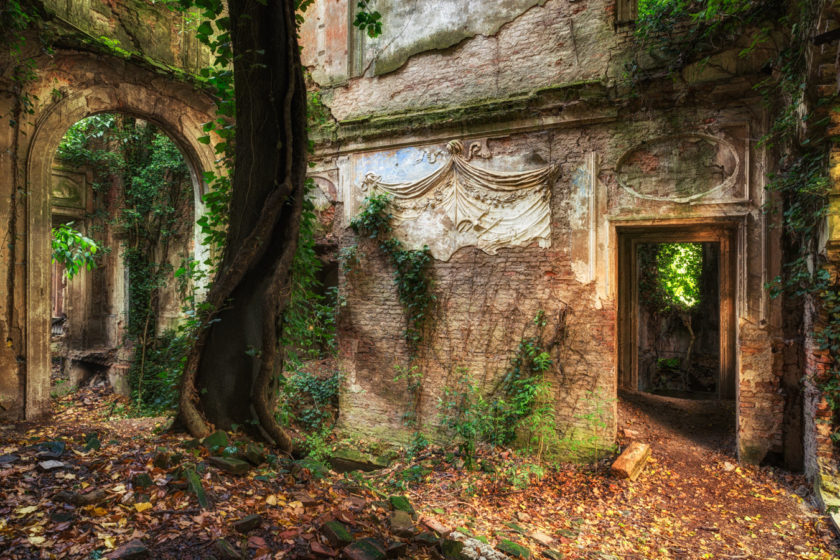 Only the walls remain of what once must have been a magnificent Italian mansion. Guessed by the size of the trees it has been abandoned for quite a while.